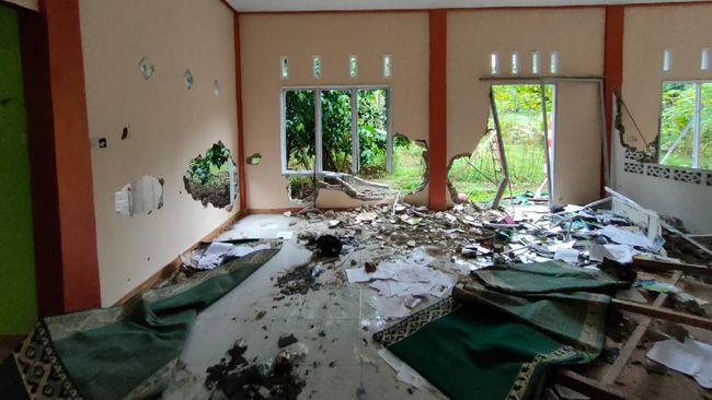 Masjid Ahmadiyah Dirusak, IPW Desak Kapolres Sintang Dicopot